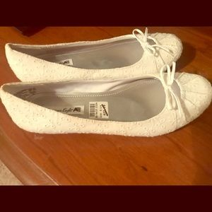 NWT American Eagle White Lace Pattern Flats